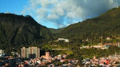 noticia-plantacion-de-arboles-en-cerros-orientales-10-10-2017..jpg
